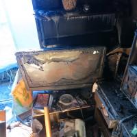 焼け溶けたテレビ