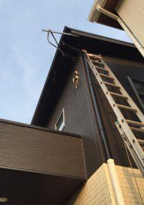 家にかけた段梯子