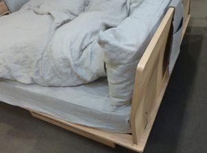 ベッド組み立て